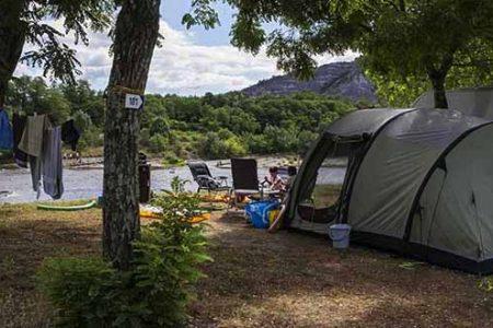 campings aan een rivier in de ardeche