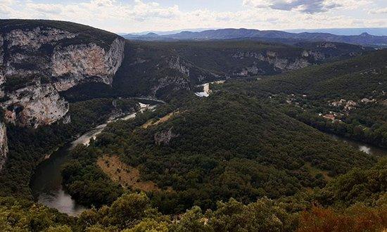 Indrukwekkende autoroute door de Gorges van de Ardèche