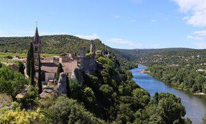 Aiguèze, middeleeuws dorpje aan de rivier de Ardèche